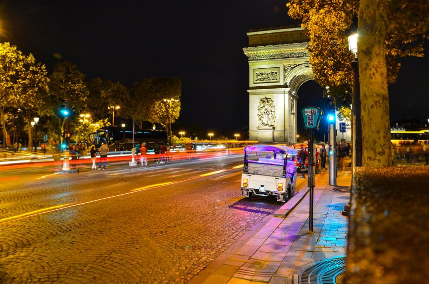 Paris Zafer Takı ve Şanzelize Bulvarı Gece Manzarası