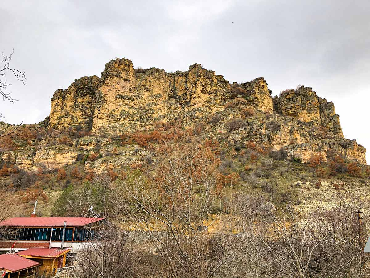 Beypazarı İnözü Vadisi Mağaraların bulunduğu kayalıklar.